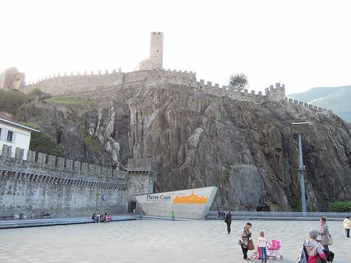 ベリンゾーナの城壁