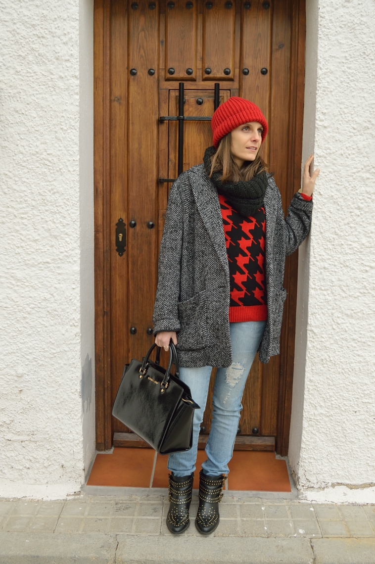 lara-vazquez-madlula-style-fashion-blogger-beanie-red-outfit-casusl-look