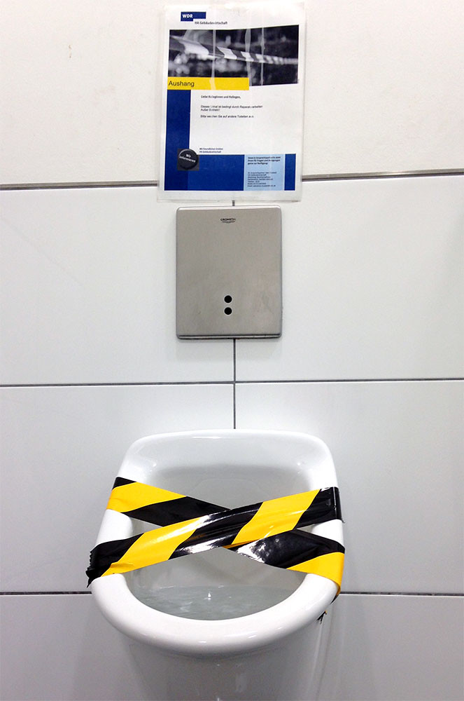 Urinal; copyright 2014: Georg Berg