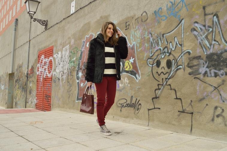 lara-vazquez-madlula-blog-burgundy-style-black-outfit-casual