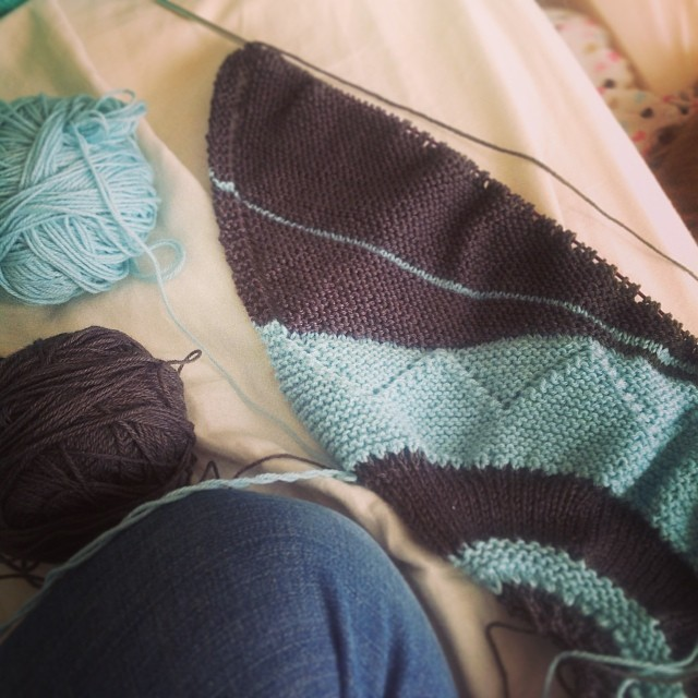 Finishing up clue 2 for #followyourarrowkal. First time doing short rows too! #widrn Tagged by @maquilts1 Tagging my knitting buddies @jaceynotjc @arajaneo @fashionedbymeg @bijoulovely