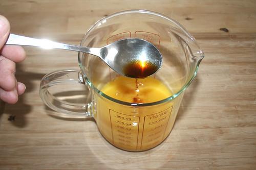 13 - Sojasauce zum Orangensaft geben / Add soy sauce