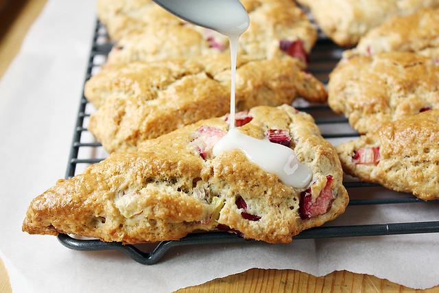 vanilla-glazed rhubarb oatmeal scones
