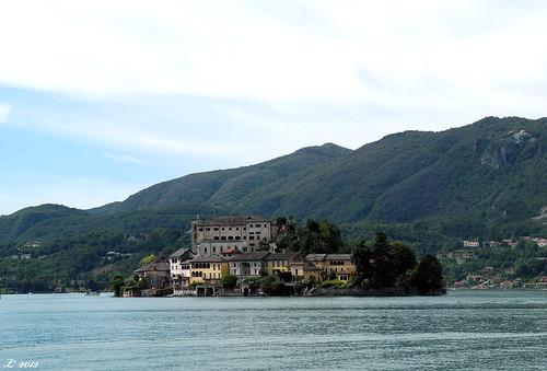 """Lago D'orta dal libro """"C'era due volte il barone Lamberto"""" di Gianni Rodari"""