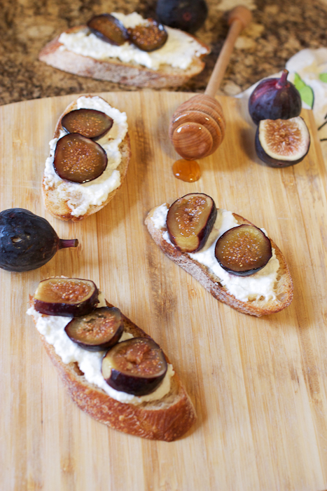 Roasted Fig and Ricotta Crostini #PotluckforChristy