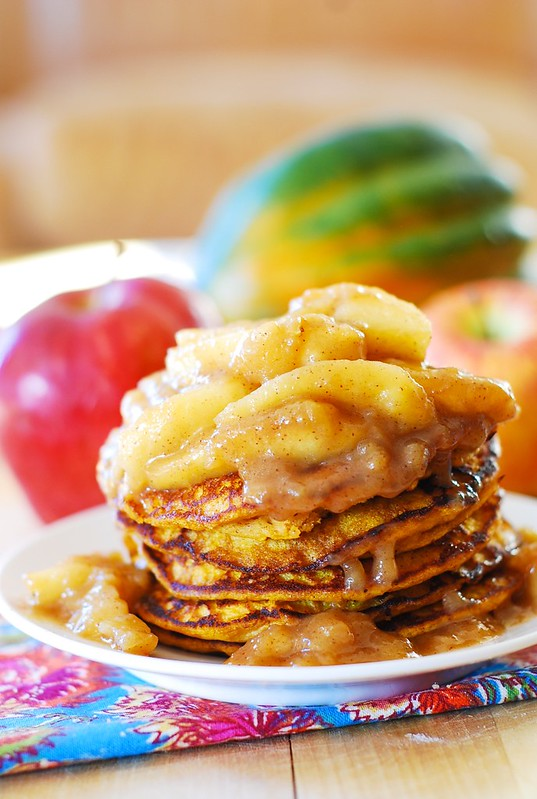 Pumpkin pancakes with spiced apple topping, Christmas pancakes, Christmas breakfast recipe, Thanksgiving breakfast recipes, how to make pumpkin pancakes, pumpkin recipes, Thanksgiving recipes, healthy pancakes, Christmas recipes, holiday recipes