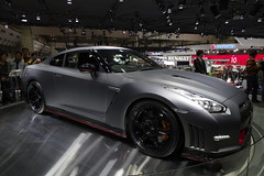 01_NISMO_GT-R_side_front_right