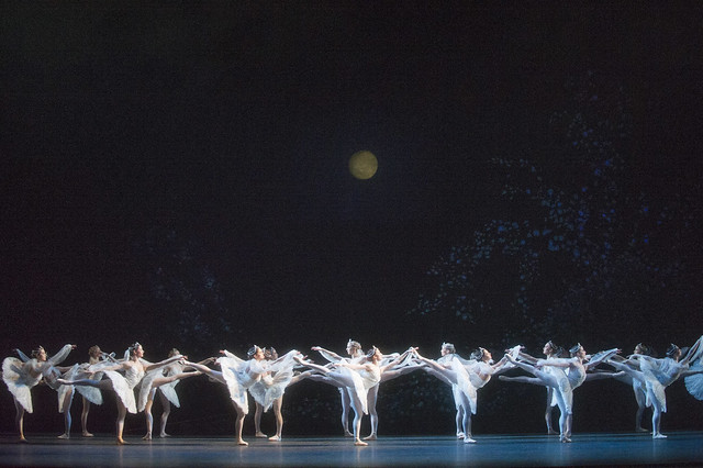 Artists of The Royal Ballet in La Bayadère, The Royal Ballet © ROH/Tristram Kenton, 2013