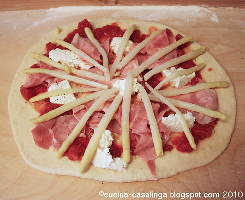 Spargelpizza roh