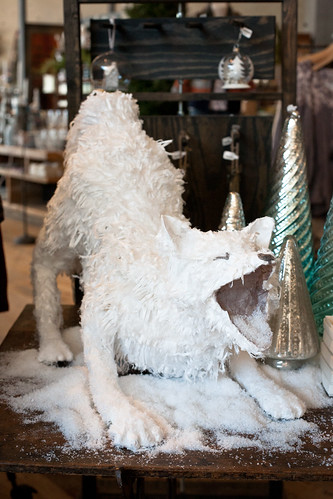 anthropologie-display-wolf