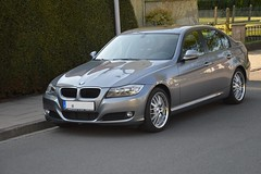 coupã©(0.0), convertible(0.0), sports car(0.0), automobile(1.0), automotive exterior(1.0), executive car(1.0), bmw 3 series (f30)(1.0), family car(1.0), wheel(1.0), vehicle(1.0), automotive design(1.0), bmw 320(1.0), rim(1.0), bmw 335(1.0), bumper(1.0), sedan(1.0), personal luxury car(1.0), land vehicle(1.0), luxury vehicle(1.0),