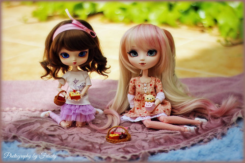 Happy Birthday Himitsu!!! ♥‿♥ Holly & Bunny (Yeolume Blackberry & Pullip Classical White Rabbit)