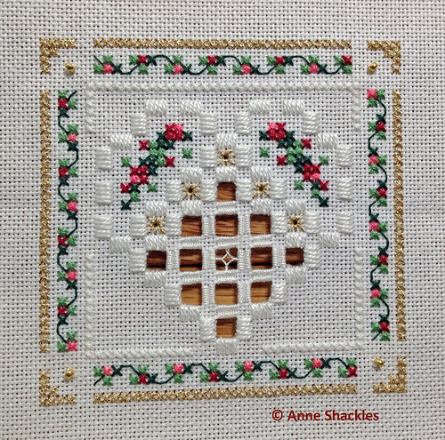 Victoria Sampler-Christmas Heart Beyond XS 5-3