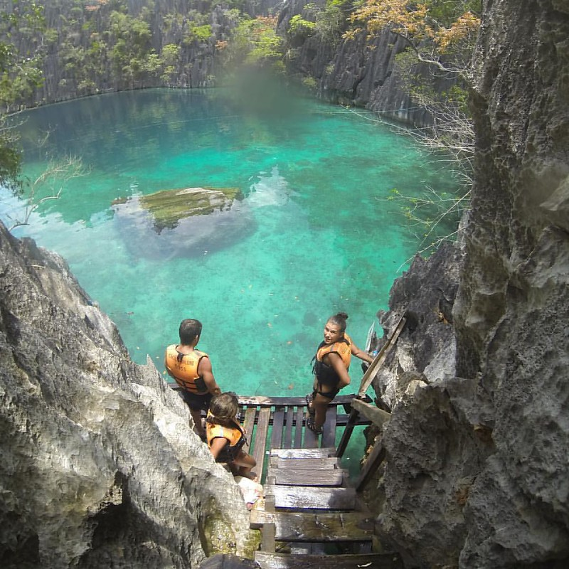 The question is to jump or not to jump! #twinlagoon #coron #sinfiltros
