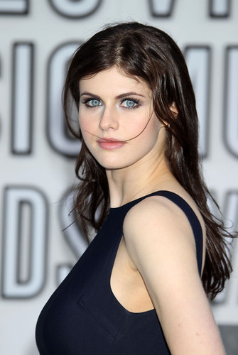 Alexandra+Daddario+2010+MTV+Video+Music+Awards+KzFeMgTaFSbl