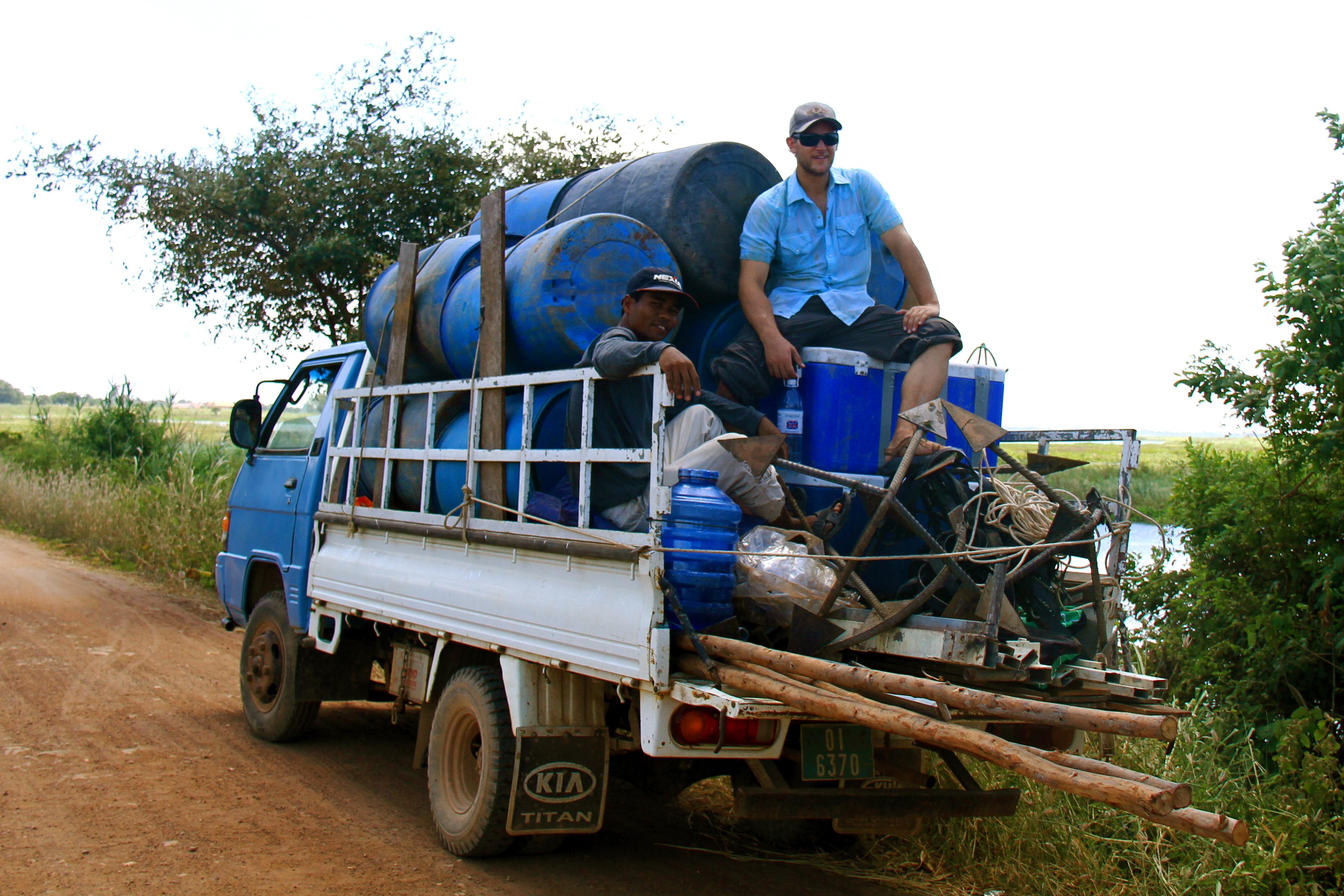Cambodia_transporting_supplies