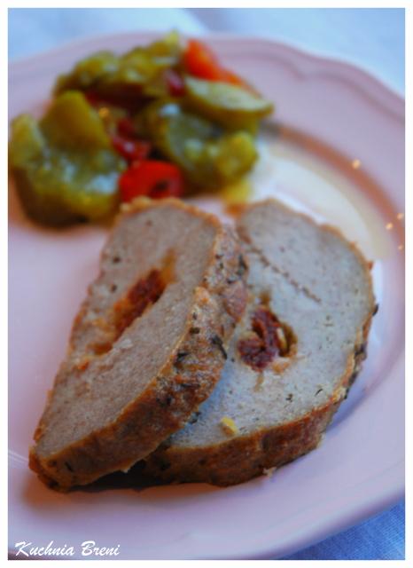 Pieczeń z mięsa mielonego faszerowana serem i suszonymi pomidorami