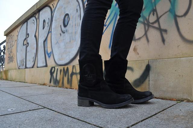 Liebeskind skull boots