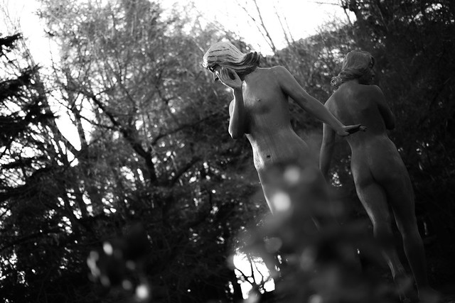 20131217_01_Bronze statue of women