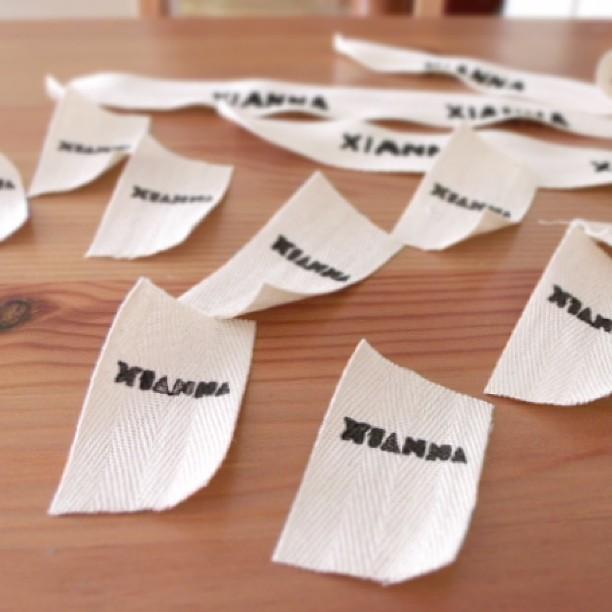 Etiquetas serigrafiadas de Xianna