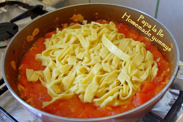 Paste proaspete cu rosii usturoi si busuioc (8)