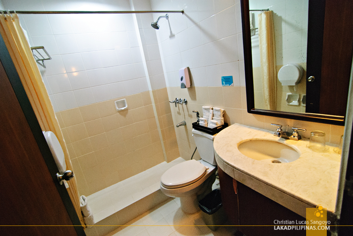 Microtel Luisita Tarlac Toilet and Bath