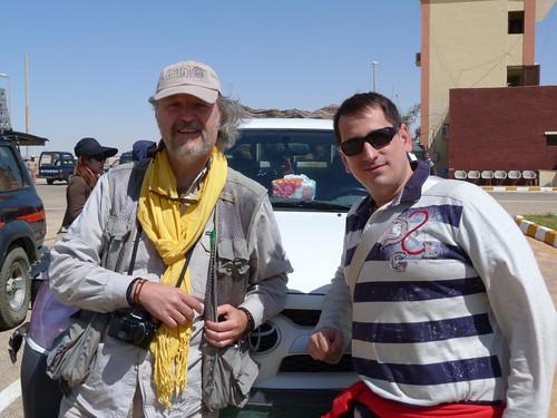 Andrés Magai y Sele antes de ir rumbo al desierto de Egipto