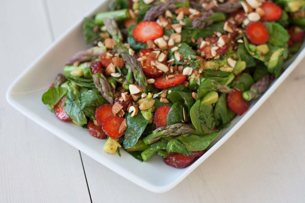 Spinatsalat med jordbær og asparges (4)