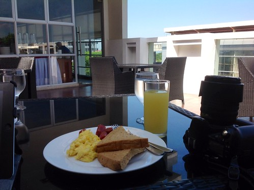 breakfast at Aveue suites