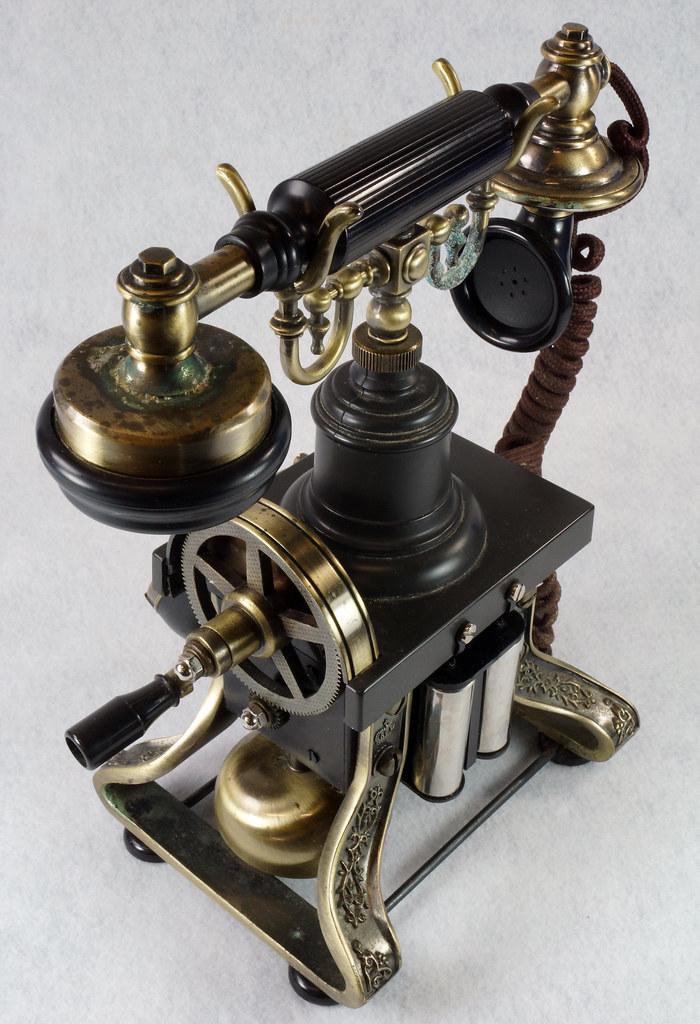 RD15260 Vintage Retro 1892 Eiffel Tower Paramount Replica Desk Telephone DSC08871
