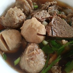 bakso(1.0), beef(1.0), meat(1.0), produce(1.0), food(1.0), dish(1.0), cuisine(1.0), chinese food(1.0),