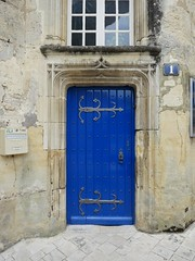 Blue door. 1 rue de Chateau, Jonzac. - Photo of Saint-Germain-de-Vibrac