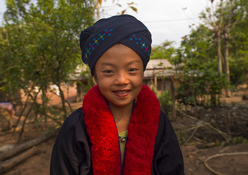 red people cute smile hat fashion horizontal asian clothing asia southeastasia turban laos embroidered oneperson yao developingcountries frontview traditionalculture headwear headandshoulders traditionalclothing traveldestinations colorimage muangsing lookingatcamera colourimage 1people indigenousculture frenchindochina yaotribe onechildonly southeastasianethnicity banxayleck frenchprotectorate orientalethnicity asiantribe a1213910