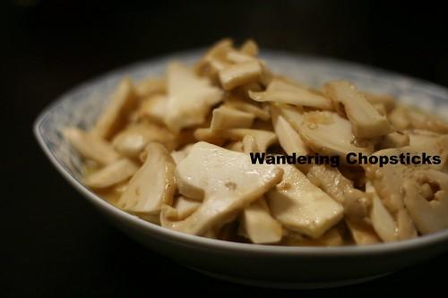 Nam Matsutake Xao (Vietnamese Sauteed Japanese Pine Mushrooms) 2