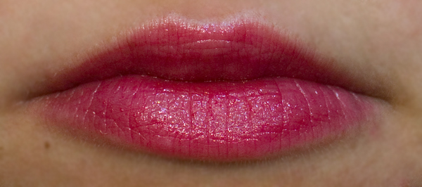 L'Oreal Color Riche Rouge Caresse — 403 HYPNOTIC RED