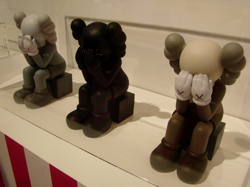 OriginalFake KAWS Seated Companion