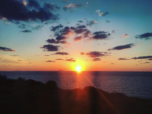 La Grande Bellezza ... first European sunset in the sea __________ #experience #adventure #glt #sunset #mediterranean #italy #italia #bellaitalia #holiday #travel #sunandsea #stunning #AndreeaTravelsItaly #andreeaTravelsTropea