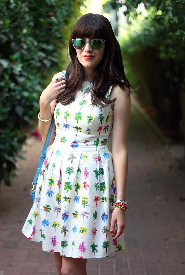 carerra sunglasses, givenchy mini nightingale bag, zara dress, אפונה בלוג אופנה, משקפי שמש, תיק ג'יבנשי, הדפס טרופי, שמלה זארה