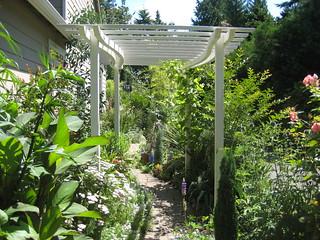 Galicic Garden White Arbor