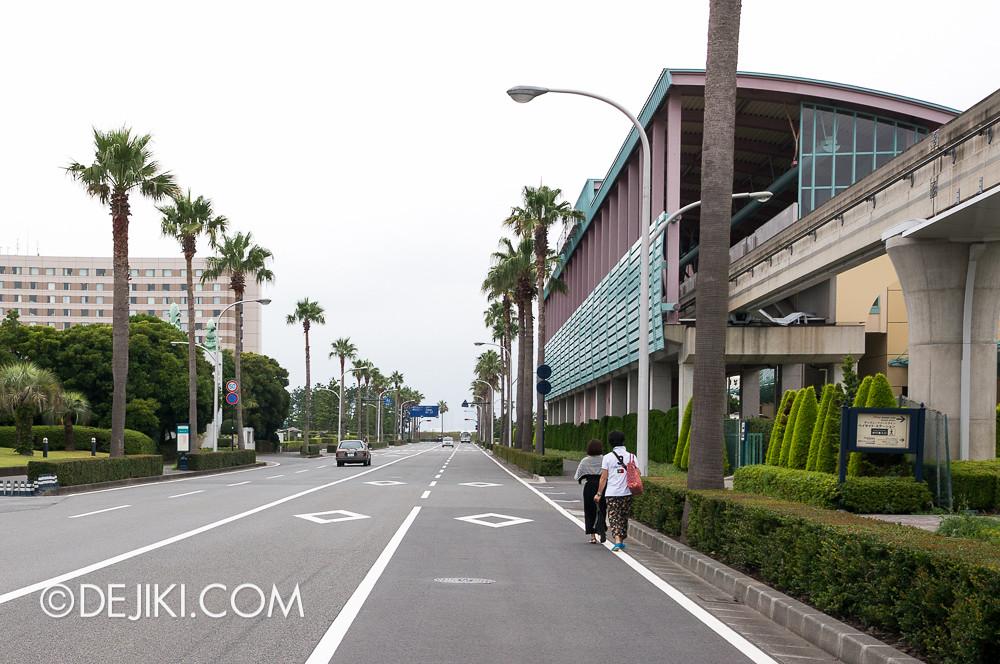 Tokyo Disney Resort - Disney Resort Line Bayside Station road