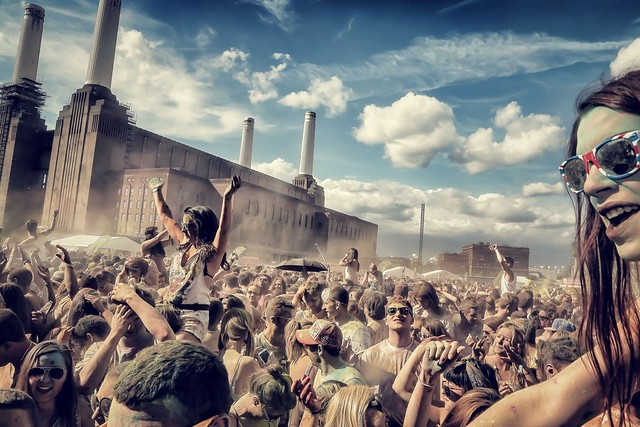 Another from #holifestival. More pics of people going mad and getting very colourful via http://bit.ly/16sYYA0