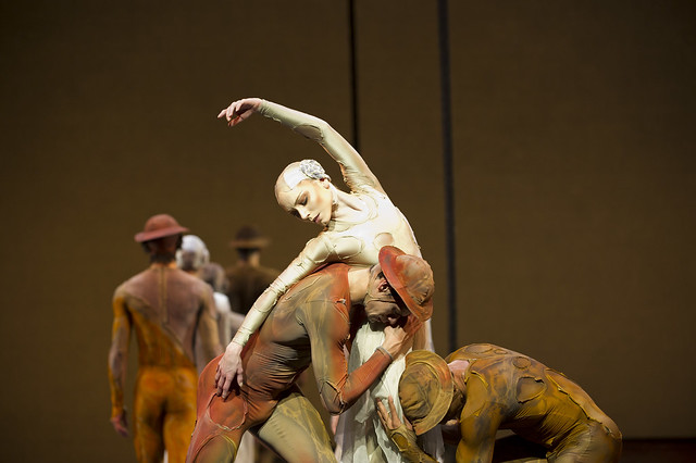 Sarah Lamb in Gloria, with Thiago Soares and Carlos Acosta © ROH / Bill Cooper 2011