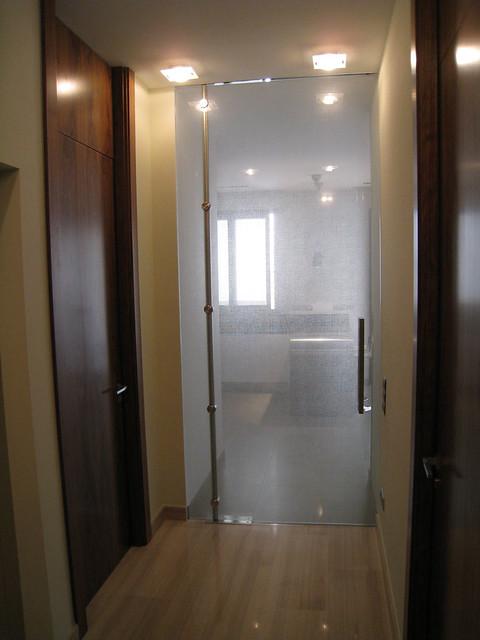 Puertas de cristal vidreglass - Puerta cristal abatible ...