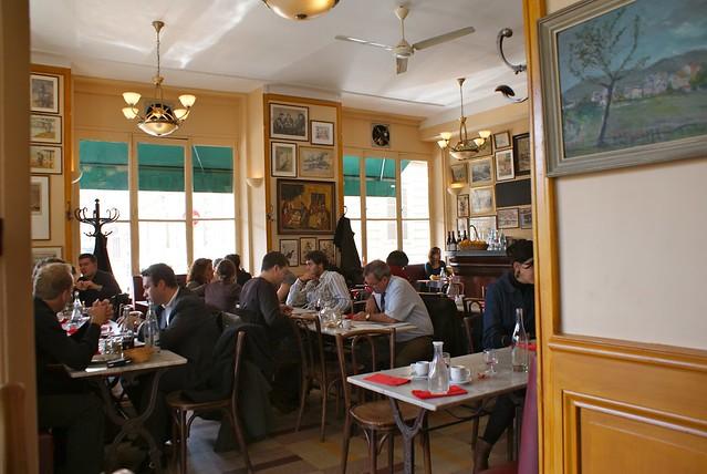 Restaurant à Lyon : Café Bellecour à l'heure du déjeuner.