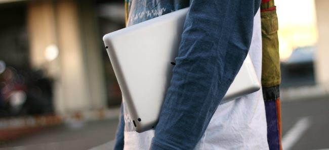 iPadを脇にかかえるの禁止