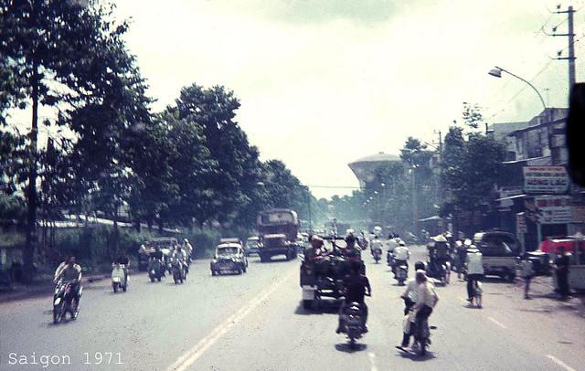 SAIGON 1971 - Đường Trần Quốc Toản, với tháp nước gần công trường Dân Chủ