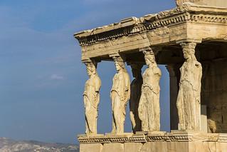 Afbeelding van Acropolis in de buurt van Athene. grecia greece athens atenas acropoli acropolis greek art arte griego classic clasica columna column caryatid cariatide mujer woman erechteion erecteion templo temple