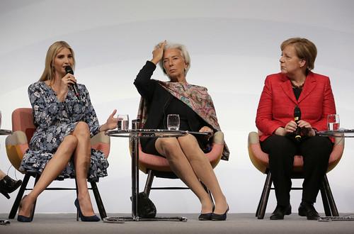 Abuchean a Ivanka Trump en foro sobre mujeres; ella defiende a su padre