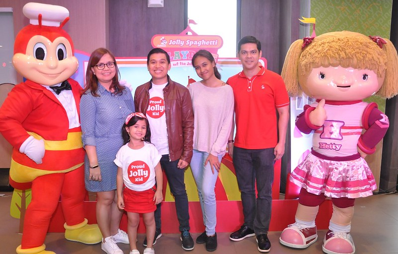 Xia Vigor with Jollibee Executives