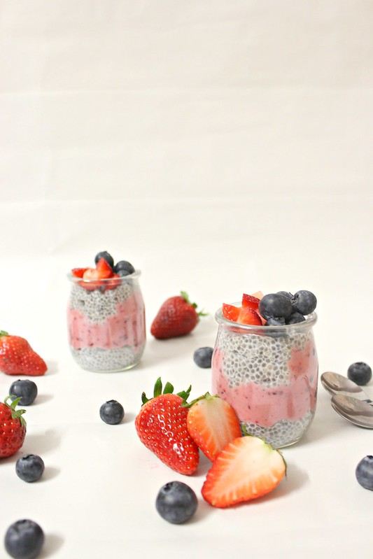 Chia seed pudding and berries smoothie parfait